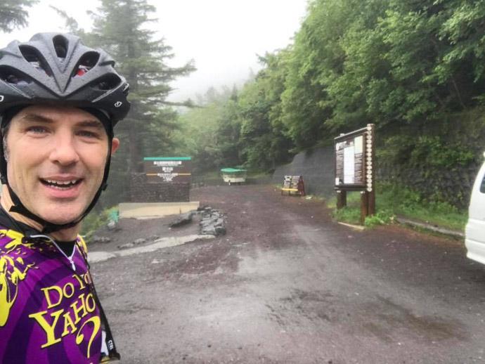 End of the Road Mt. Fuji (富士山) -- Mt. Fuji (富士山) -- Fujiyoshida, Yamanashi, Japan -- Copyright 2018 Jeffrey Friedl, http://regex.info/blog/