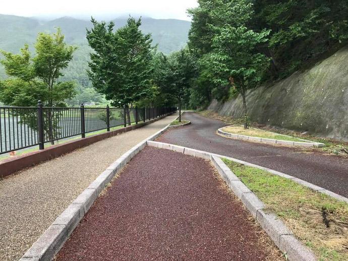 Inexplicable Path -- Fujikawaguchiko-machi, Yamanashi, Japan -- Copyright 2018 Jeffrey Friedl, http://regex.info/blog/