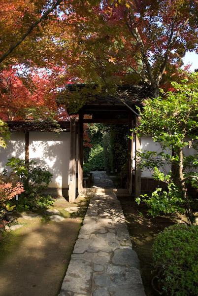 Nikon D200 + Nikkor 17 -55 f/2.8 @ 17mm — 1 / 250 sec, f/2.8, ISO 100 — map & image data Entry Garden to the Konpukuji Temple -- Kyoto, Japan -- Copyright 2006 Jeffrey Eric Francis Friedl, http://regex.info/blog/