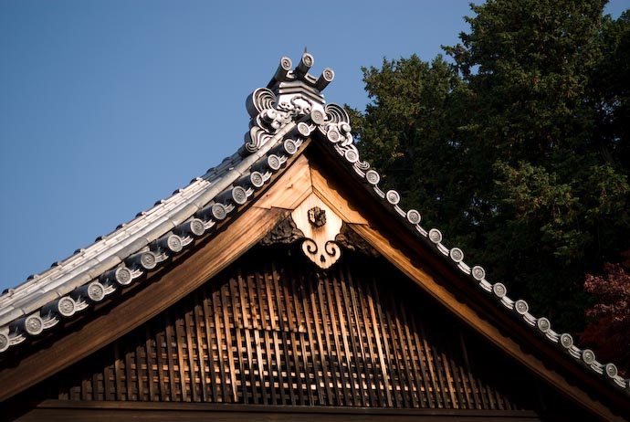 Temple Roof -- Kyoto, Japan -- Copyright 2006 Jeffrey Eric Francis Friedl, http://regex.info/blog/