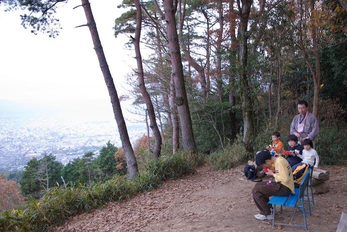 Lunch Atop Kyoto's Mt. Daimonji -- Kyoto, Japan -- Copyright 2006 Jeffrey Eric Francis Friedl, http://regex.info/blog/