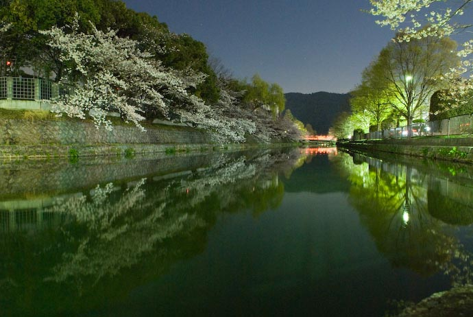 — full exif & map — nearby photos Kyoto Biwako Canal by Night -- Kyoto, Japan -- Copyright 2007 Jeffrey Eric Francis Friedl, http://regex.info/blog/
