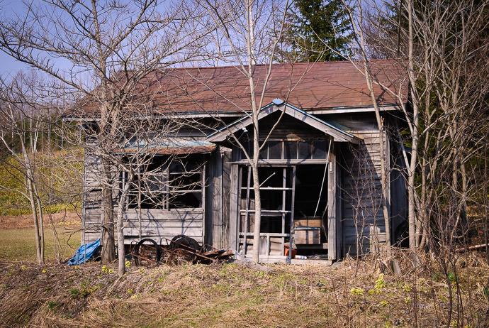 "Nobody's Home (from "" Furano in Hokkaido, Japan "" in 2007) -- Hidaka, Hokkaido, Japan -- Copyright 2007 Jeffrey Eric Francis Friedl, http://regex.info/blog/"