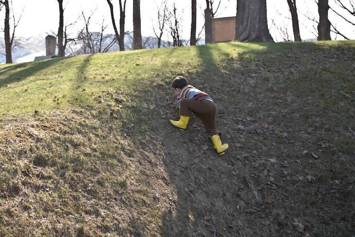 Climbing a Short Hill -- Furano, Hokkaido, Japan -- Copyright 2007 Jeffrey Eric Francis Friedl, http://regex.info/blog/