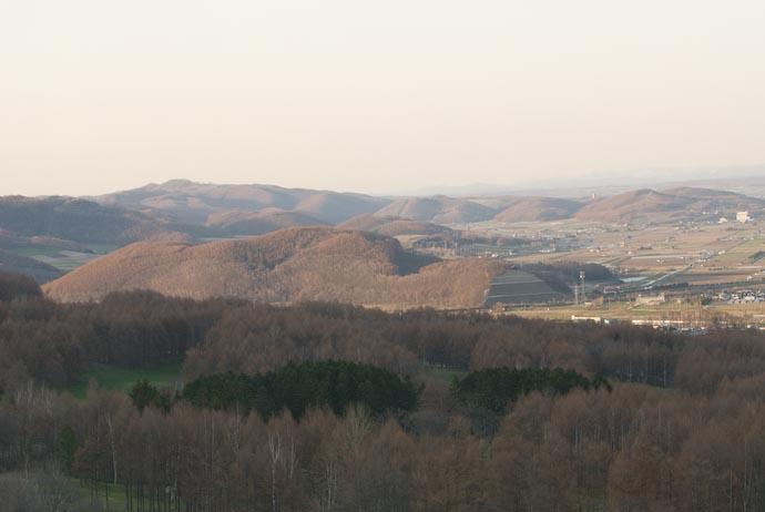 Lotsa' Hills in Furano -- Furano, Hokkaido, Japan -- Copyright 2007 Jeffrey Eric Francis Friedl, http://regex.info/blog/