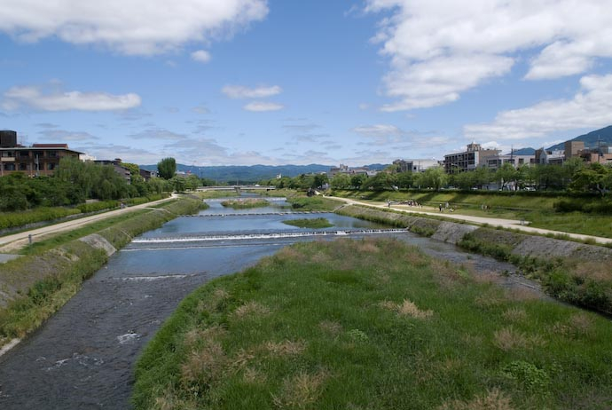 Kamo River, North from Nijo St. -- Kyoto, Japan -- Copyright 2007 Jeffrey Eric Francis Friedl, http://regex.info/blog/