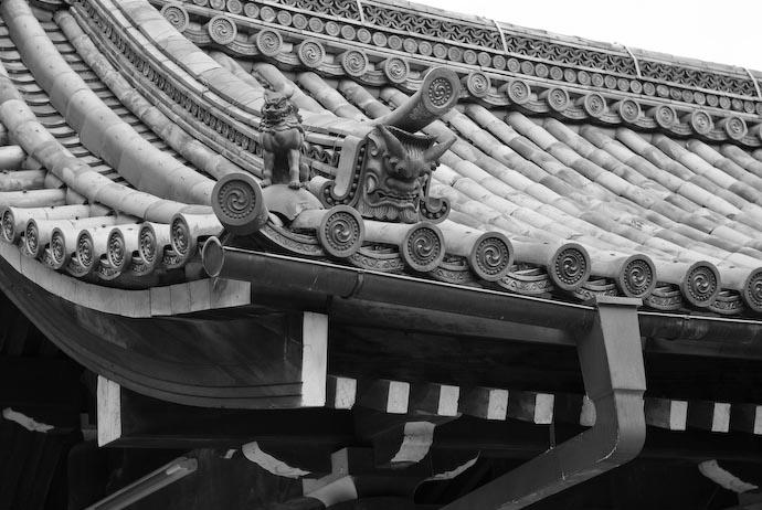 B&W Gargoyle -- Kyoto, Japan -- Copyright 2007 Jeffrey Eric Francis Friedl, http://regex.info/blog/