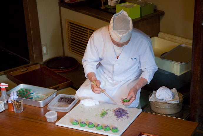 Master Sweet Maker Ji'ichiro Kunieta in Action -- Kyoto, Japan -- Copyright 2007 Jeffrey Eric Francis Friedl, http://regex.info/blog/