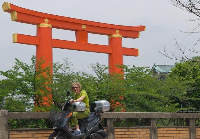 Standard Pose -- Kyoto, Japan -- Copyright 2007 Jeffrey Eric Francis Friedl, http://regex.info/blog/