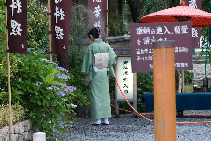 Watering the Flowers, Kyoto Style -- Kyoto, Japan -- Copyright 2007 Jeffrey Eric Francis Friedl, http://regex.info/blog/