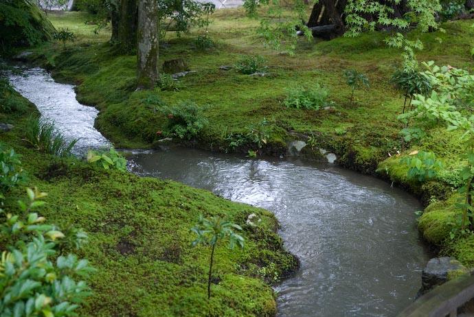 Obligatory Stream -- Kyoto, Japan -- Copyright 2007 Jeffrey Eric Francis Friedl, http://regex.info/blog/