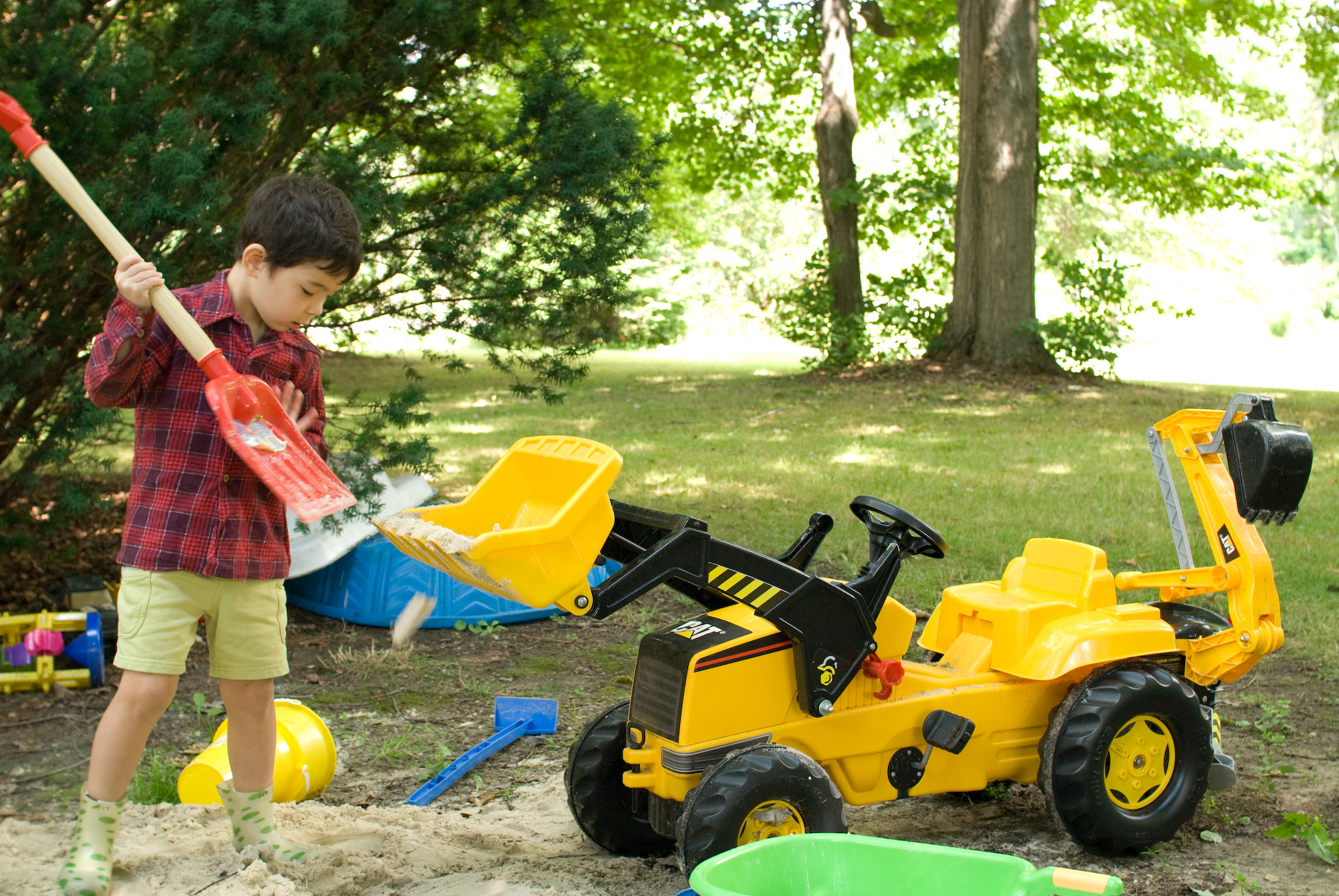 jeffrey friedl u0027s blog hardworking kid with a toy backhoe