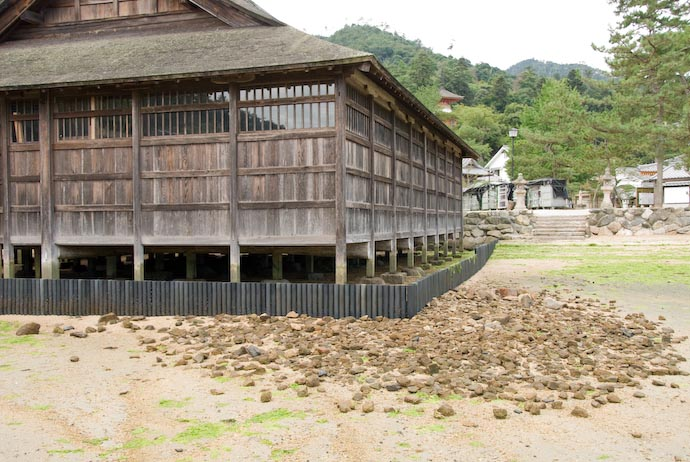 Side Building -- Miyajima, Hiroshima, Japan -- Copyright 2007 Jeffrey Eric Francis Friedl