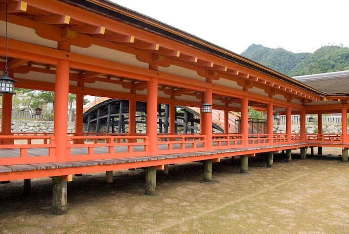 Walkway Over Nothing (at least until the tide comes in) -- Miyajima, Hiroshima, Japan -- Copyright 2007 Jeffrey Eric Francis Friedl
