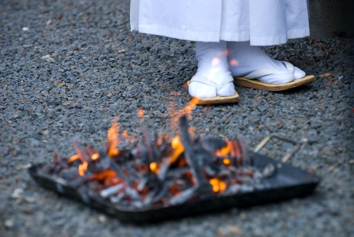 desktop background image of a plate of burning offering sticks at the feet of a Shinto priest -- Nikon D200 + Nikkor 70 -200mm f/2.8 @ 125mm — 1 / 400 sec, f/3.5, ISO 400 — map & image data — nearby photos Wishes for Good Health -- Kyoto, Japan -- Copyright 2007 Jeffrey Eric Francis Friedl, http://regex.info/blog/