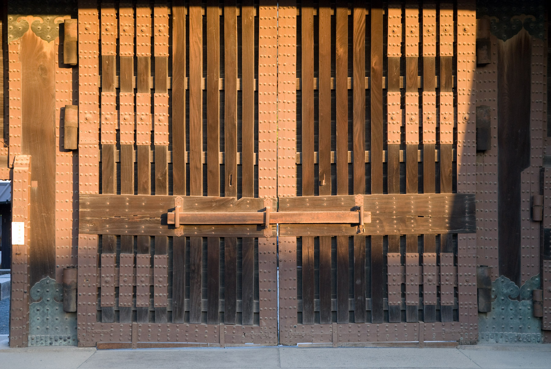 Jeffrey Friedl\'s Blog » Heavy Wooden Entrance To Kyoto\'s Nijo Castle