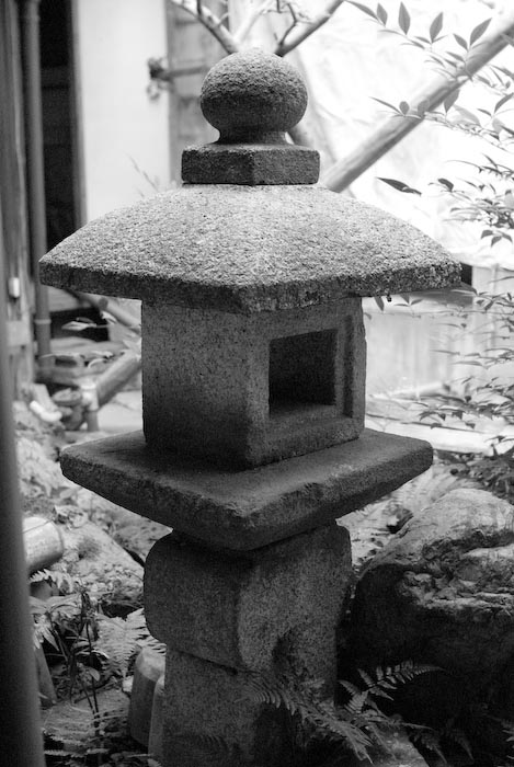Lantern in the Garden -- Kyoto, Japan -- Copyright 2007 Jeffrey Eric Francis Friedl, http://regex.info/blog/