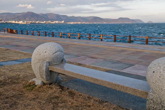 Cute Bench -- Takamatu, Kagawa, Japan -- Copyright 2007 Jeffrey Eric Francis Friedl, http://regex.info/blog/