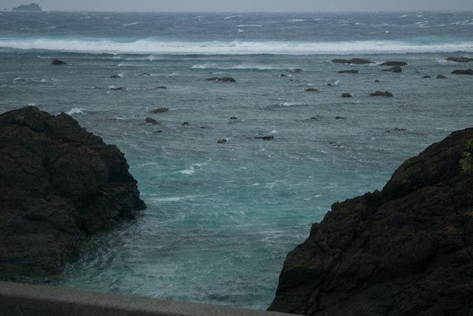 Whipping Wind -- Amami Ooshima, Kagoshima, Japan -- Copyright 2008 Jeffrey Eric Francis Friedl, http://regex.info/blog/