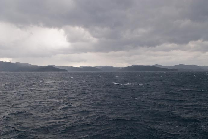 Between Islands -- Amami Ooshima, Kagoshima, Japan -- Copyright 2008 Jeffrey Eric Francis Friedl, http://regex.info/blog/