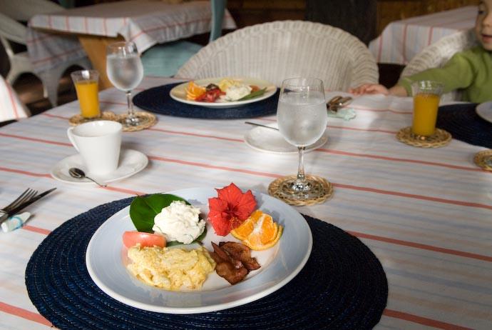 "Light Breakfast at ""Horizon Club"" -- Kakeromajima (Amami), Kagoshima, Japan -- Copyright 2008 Jeffrey Eric Francis Friedl, http://regex.info/blog/"