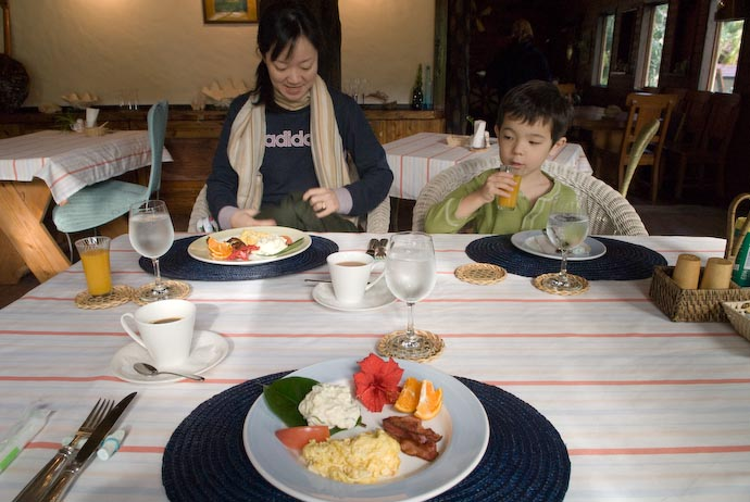 Breakfast, Morning #1 -- Kakeromajima (Amami), Kagoshima, Japan -- Copyright 2008 Jeffrey Eric Francis Friedl, http://regex.info/blog/