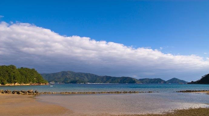 View from the Driveway toward Amami-Ooshima -- Kakeromajima (Amami), Kagoshima, Japan -- Copyright 2008 Jeffrey Eric Francis Friedl, http://regex.info/blog/