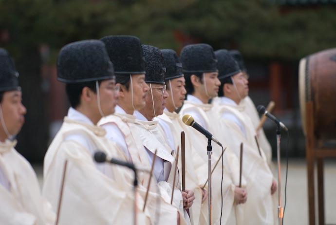Chanting -- Kyoto, Japan -- Copyright 2008 Jeffrey Eric Francis Friedl, http://regex.info/blog/