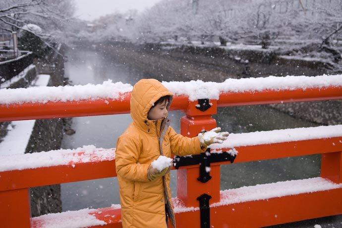 Checking out the Snow -- Kyoto, Japan -- Copyright 2008 Jeffrey Eric Francis Friedl