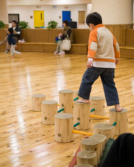 Balance -- Otsu, Shiga, Japan -- Copyright 2008 Jeffrey Eric Francis Friedl, http://regex.info/blog/