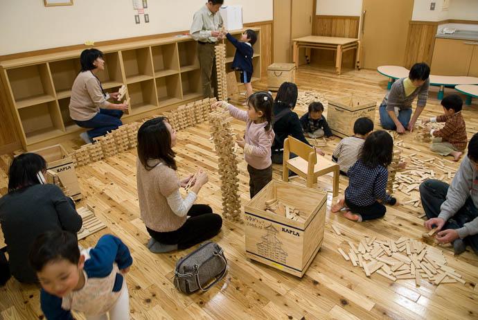 Lots Going On -- Otsu, Shiga, Japan -- Copyright 2008 Jeffrey Eric Francis Friedl, http://regex.info/blog/