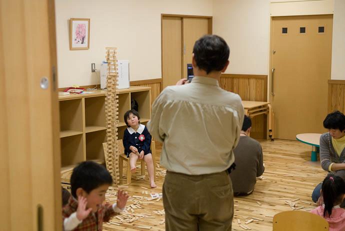Getting Their Picture -- Otsu, Shiga, Japan -- Copyright 2008 Jeffrey Eric Francis Friedl, http://regex.info/blog/