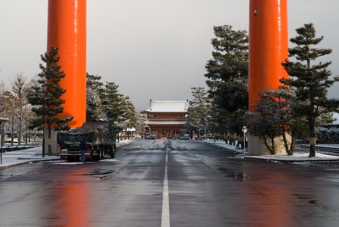 Road to the Heian Shrine -- Kyoto, Japan -- Copyright 2008 Jeffrey Eric Francis Friedl, http://regex.info/blog/