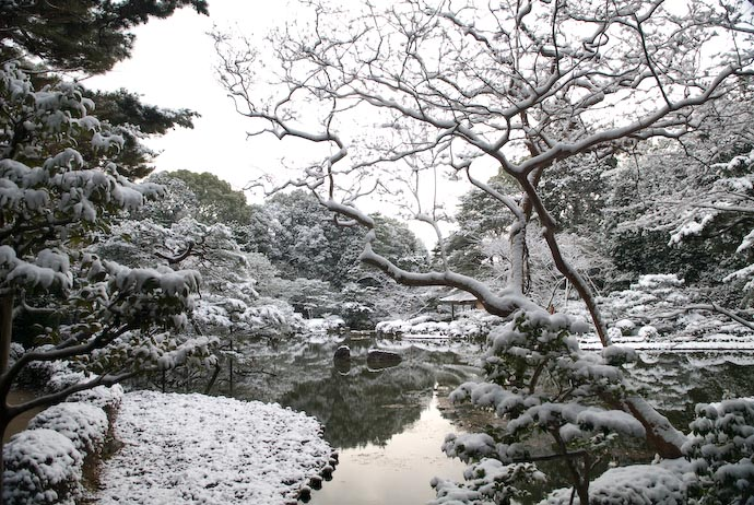desktop background image of One of the gardens at the Heian Shrine (Kyoto, Japan) seen after a light snowfall -- Copyright 2008 Jeffrey Eric Francis Friedl, http://regex.info/blog/