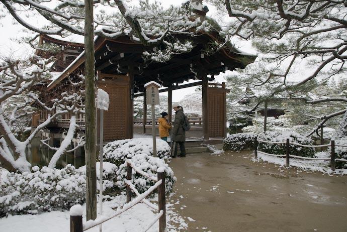 Entrance to the Bridge -- Kyoto, Japan -- Copyright 2008 Jeffrey Eric Francis Friedl, http://regex.info/blog/