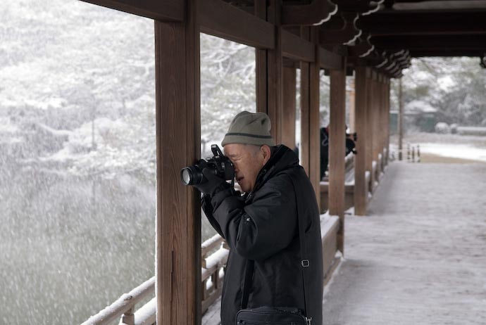 Photographing the Snowflakes -- Kyoto, Japan -- Copyright 2008 Jeffrey Eric Francis Friedl, http://regex.info/blog/