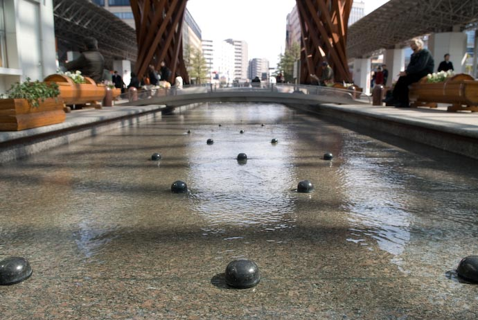 """River"" I bet kids play in here a lot -- Kanazawa-city, Ishikawa-ken, Japan -- Copyright 2008 Jeffrey Eric Francis Friedl, http://regex.info/blog/"