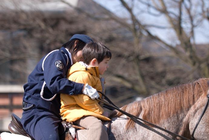 Officer's Reassuring Words -- Kyoto, Japan -- Copyright 2008 Jeffrey Eric Francis Friedl, http://regex.info/blog/