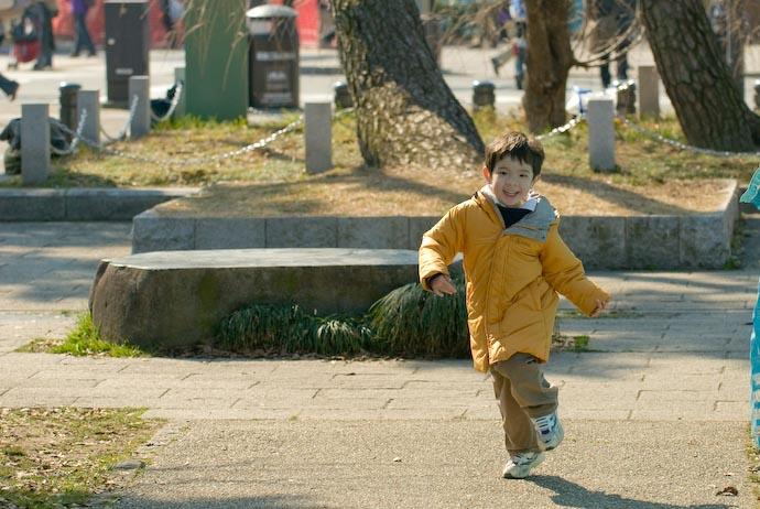 Daddy, Daddy! -- Kyoto, Japan -- Copyright 2008 Jeffrey Eric Francis Friedl, http://regex.info/blog/