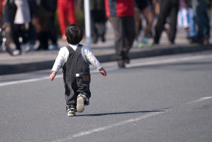 Marathon Runner -- Kyoto, Japan -- Copyright 2008 Jeffrey Eric Francis Friedl, http://regex.info/blog/
