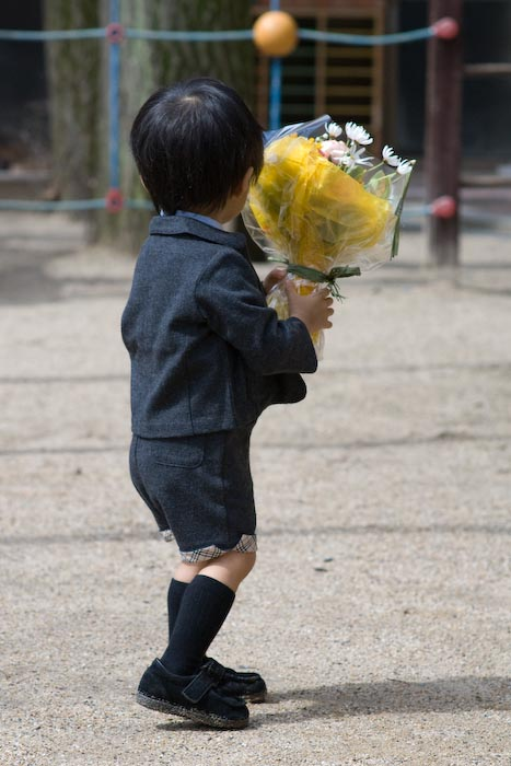 Little Brother Bearing Flowers -- Kyoto, Japan -- Copyright 2008 Jeffrey Eric Francis Friedl, http://regex.info/blog/