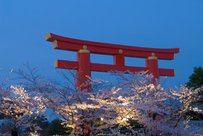 , f/10, ISO 200 — map & image data — nearby photos Main Gate of the Heian Shrine, at Dusk With Cherry Blossoms -- Kyoto, Japan -- Copyright 2008 Jeffrey Eric Francis Friedl, http://regex.info/blog/