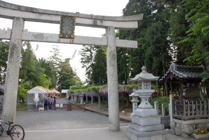 Shrine Entrance -- Kusatsu, Shiga, Japan -- Copyright 2008 Jeffrey Eric Francis Friedl, http://regex.info/blog/