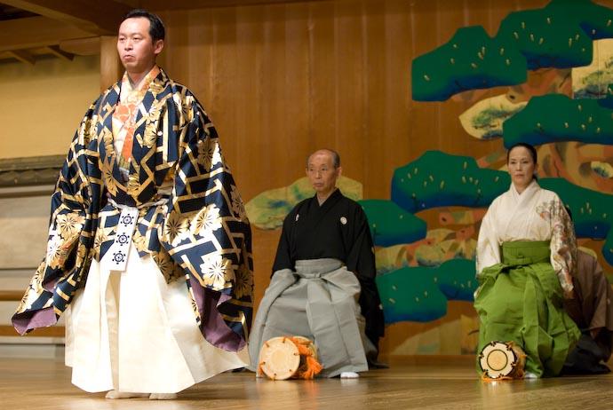 Big Man Makes an Entrance -- Kyoto, Japan -- Copyright 2008 Jeffrey Eric Francis Friedl, http://regex.info/blog/