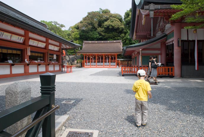 Carefully Checking the GPS -- Kyoto, Japan -- Copyright 2008 Jeffrey Eric Francis Friedl, http://regex.info/blog/