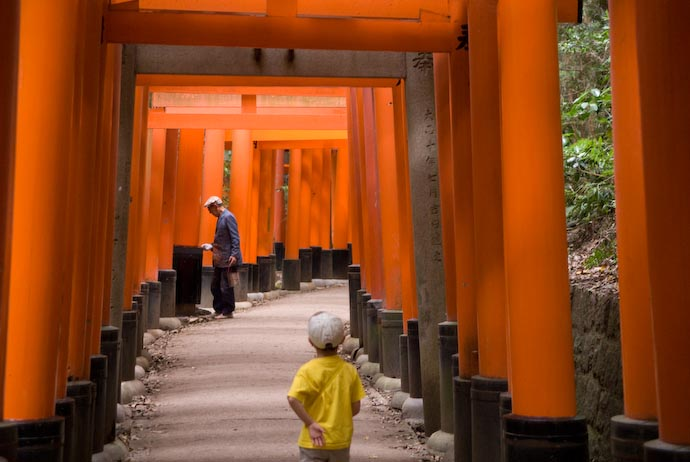 Men Man at Work -- Kyoto, Japan -- Copyright 2008 Jeffrey Eric Francis Friedl, http://regex.info/blog/