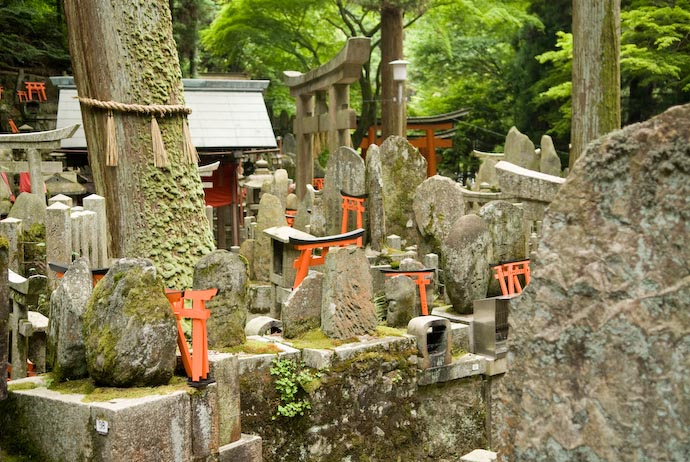 Mishmash of Old Sub-Shrines -- Kyoto, Japan -- Copyright 2008 Jeffrey Eric Francis Friedl, http://regex.info/blog/