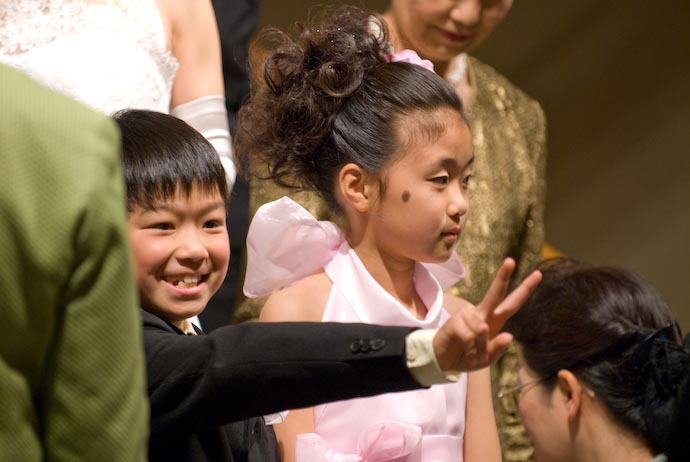 Nao Hamming it Up for the Camera with Yoko's older child, Kana, not having any part of it -- Yokohama, Kanagawa, Japan -- Copyright 2008 Jeffrey Eric Francis Friedl, http://regex.info/blog/