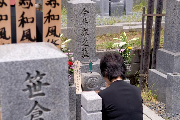 A Daughter Prays for Her Mother -- Kyoto, Japan -- Copyright 2008 Jeffrey Eric Francis Friedl, http://regex.info/blog/