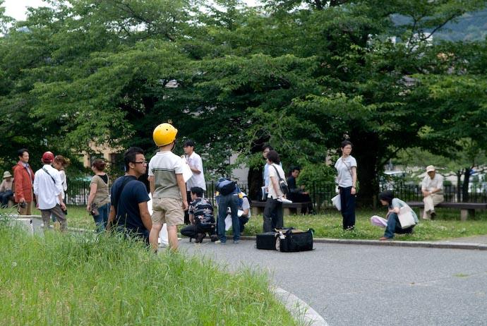 Watching the Hubbub -- Kyoto, Japan -- Copyright 2008 Jeffrey Eric Francis Friedl, http://regex.info/blog/
